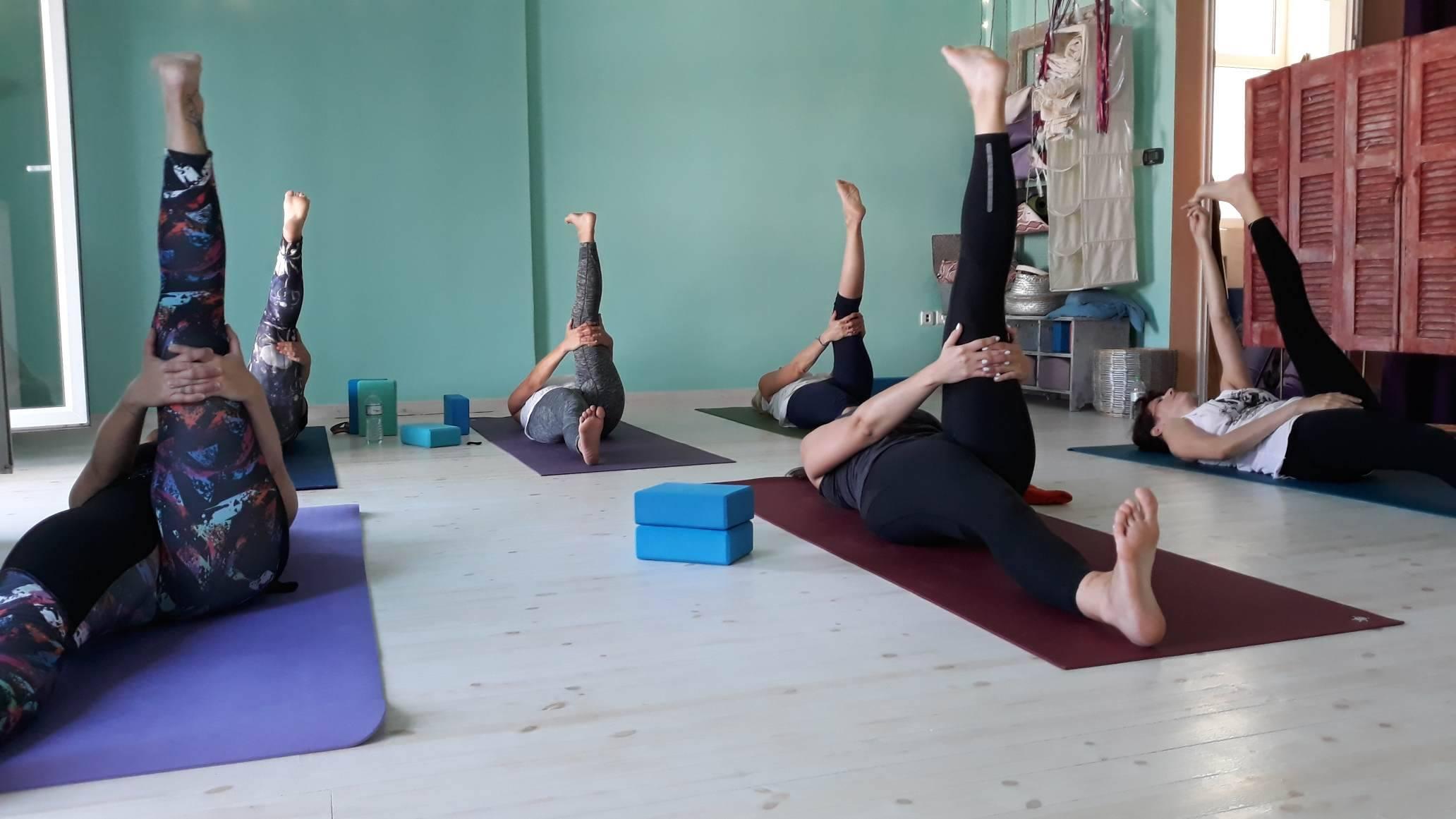 supta eka padagusthasana Aum Home Yoga